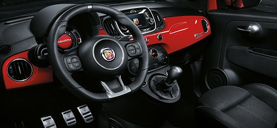 Abarth-Sporty-Cockpit