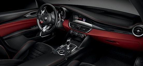 Alfa-Romeo-Giulia-Quadrifoglio Interior
